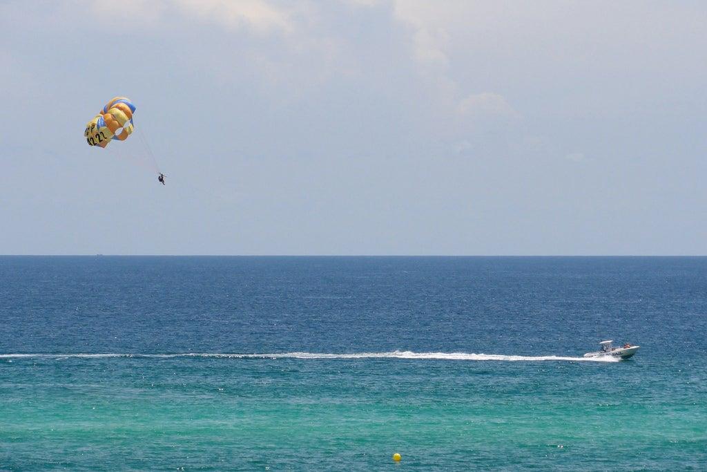 Where to go parasailing