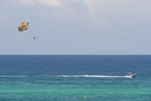 Bart Everson / Parasailing / Flickr
